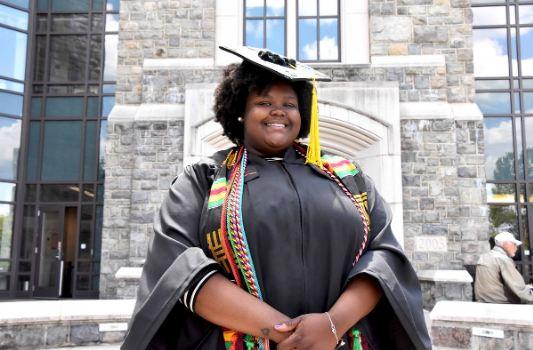 Âgée de 22 ans, elle devient la première nanoscientifique noire de l'histoire de la Virginie